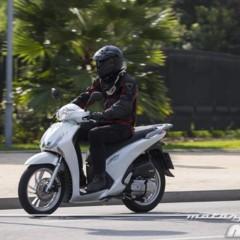 Foto 4 de 19 de la galería honda-scoopy-sh125i-2013-prueba-valoracion-galeria-y-ficha-tecnica-fotos-accion en Motorpasion Moto