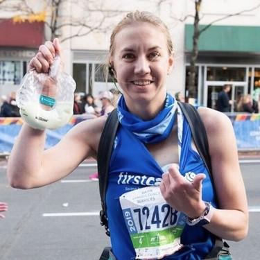 Una madre se extrajo con un sacaleches medio litro de leche materna mientras corría la maratón de Nueva York