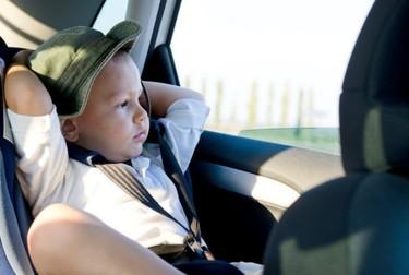 ¿Viajas en coche con niños? Utiliza bien el sistema de retención infantil