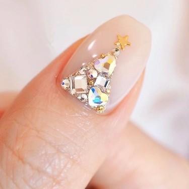 Como diría Rosalía: el árbol de Navidad se pone con cristales Swarovski en nuestras uñas