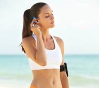 Los auriculares Denon AH-W150 se ponen a hacer ejercicio contigo