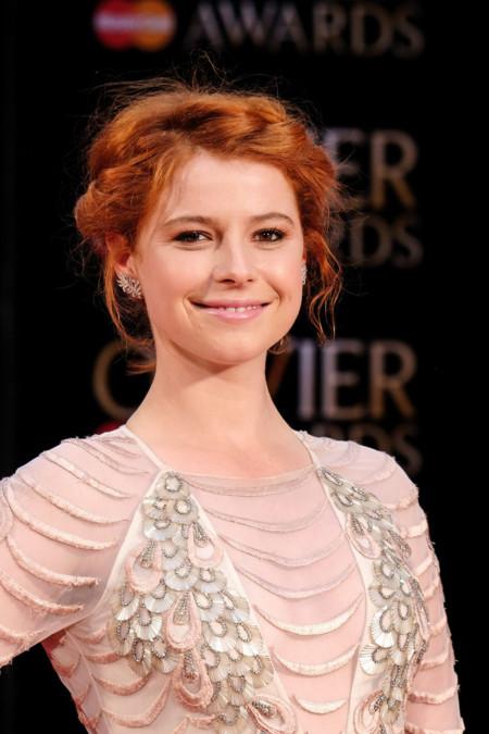 Para acudir a los Olivier Awards Jessie Buckley apostó por una estética muy a lo Lady Mary de Downton Abbey