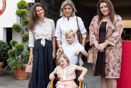 Carlota Casiraghi Look Falda Blusa 02
