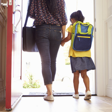 Multar a los padres que no lleven a sus hijos al colegio: la posibilidad que contempla Reino Unido