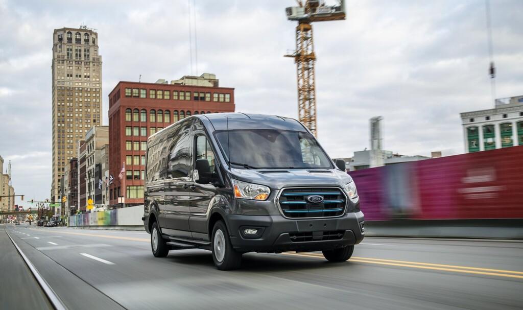 Nueva Ford E-Transit: una furgoneta eléctrica con 350 km de autonomía y hasta 25 configuraciones distintas, para 2022