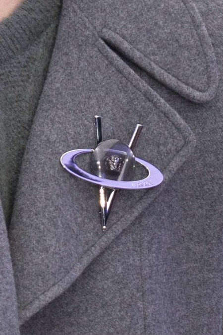 Con plumas, XL o minimalistas: los fistoles son el accesorio clave para tu look elegante