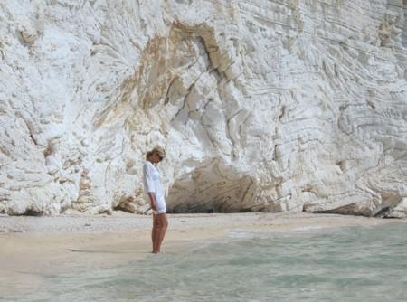 """Siete """"truquillos"""" para parecer más delgada en la playa (sin el rollo de hacer dieta o esforzarse demasiado)"""
