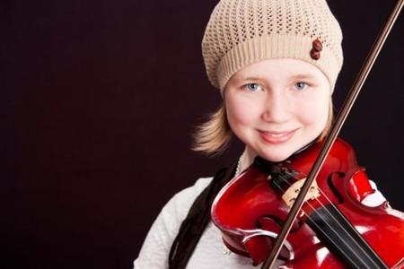 Nina Tocando El Violin
