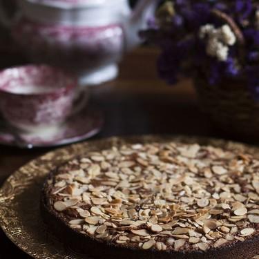 Pastel de almendra y chocolate al caramelo. Receta
