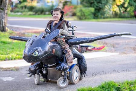 Estos niños en silla de ruedas también tienen disfraces y sí, lucen espectaculares