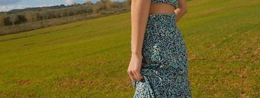 La falda larga fluida con volantes y estampados hippies está de moda y es lo mejor para conseguir looks frescos y divertidos