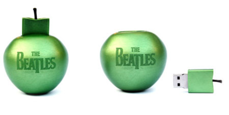 La discografía de The Beatles en un pendrive USB con forma de manzana