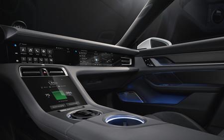 Porsche revela imágenes del interior de Taycan a semanas de su lanzamiento