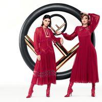 Kendall Jenner y Gigi Hadid siguen siendo el ojito derecho de Karl Lagerfeld y la nueva campaña de Fendi así nos lo muestra