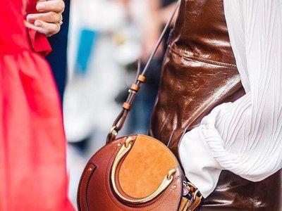 El nuevo bolso de moda entre las insta girls es redondo y tiene nombre de joya