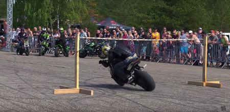Jugar al limbo derrapando con superdeportivas y otras maniobras locas, lo último de los stunts en Europa