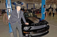 Sale de fábrica el primer Shelby Mustang GT500KR el día que Carroll Shelby cumple 85 años