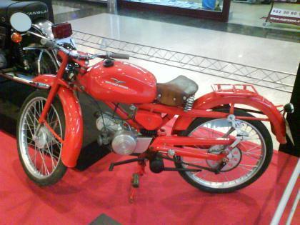 Exposición de motos clásicas en Parque Principado