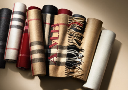 The Burberry Scarf Bar Classic Cashmere Scarve 001