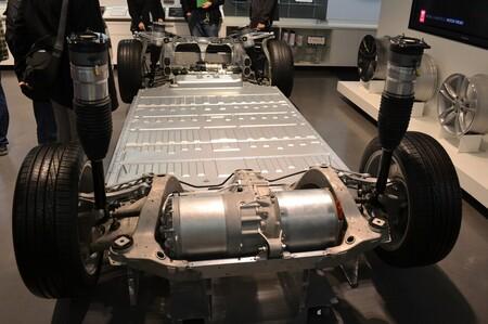 Tesla se plantea crear una furgoneta eléctrica... el día que tengan baterías suficientes, según Elon Musk