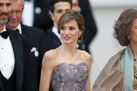 El look de la princesa Letizia en la cena de gala con motivo de la Boda Real Inglesa