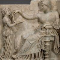 ¿Qué hace un portátil en una obra de arte griega del siglo I a.C. (además de despertar conspiranoias)?