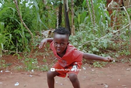 Los niños ugandeses de Masaka Kids Africana vuelven a encandilarnos bailando un villancico para felicitar la Navidad