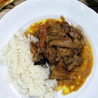 Receta de estofado o ragout de ternera y setas con salsa de soja y nata