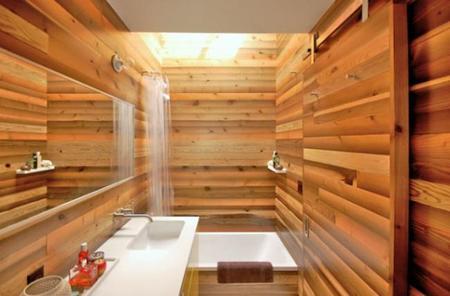 El baño de madera después de la reforma