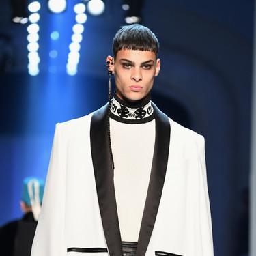 El smoking como nunca antes: Jean-Paul Gaultier suma looks masculinos a su desfile Haute Couture