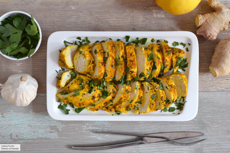 Pechuga de pollo marinada con ajo, jengibre y cúrcuma: receta con truco para lograr una carne muy jugosa