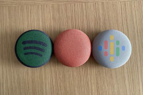 Cómo escuchar podcasts de Google o Spotify usando comandos de voz en un altavoz conectado de Google como si fuese una radio