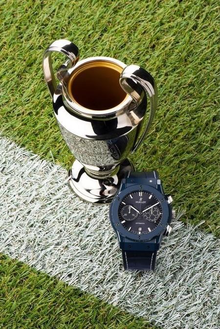 Hublot Lanza Un Reloj Para La Uefa Champions League Con Pele Como Su Embajador