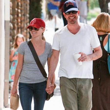Reese Witherspoon no pierde el tiempo y ya pasea de la mano con otro