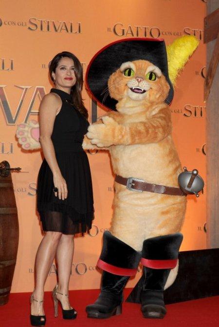 salma hayek gato con botas gucci