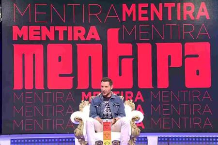 Antonio David Flores Sentado En El Plato De Salvame
