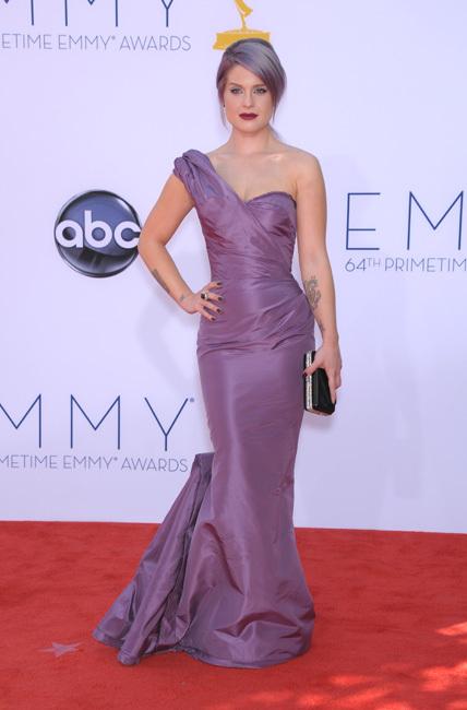 Kelly Osbourne se apunta a la manicura millonaria de Azature para los Emmys