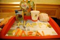Multa a McDonald's por vender juguetes junto a la comida rápida