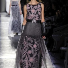 Foto 51 de 61 de la galería chanel-alta-costura-otono-invierno-2012-2013-rosa-gris-brillos-y-nuevo-vintage en Trendencias