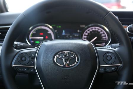 Toyota Camry Hybrid 14