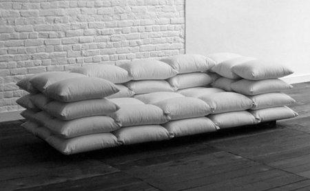 Lo-fi, un sofá hecho con cojines