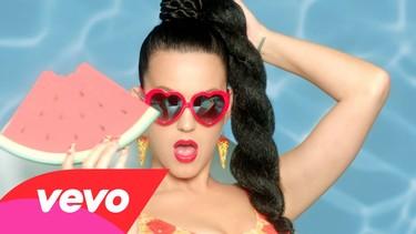 """¿Con qué estilismo te quedas de los que Katy Perry luce en """"This Is How We Do""""?"""