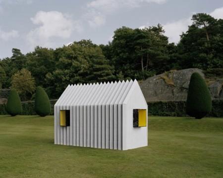 Una pequeña cabaña camaleónica y de papel diseñada por White Arkitekter