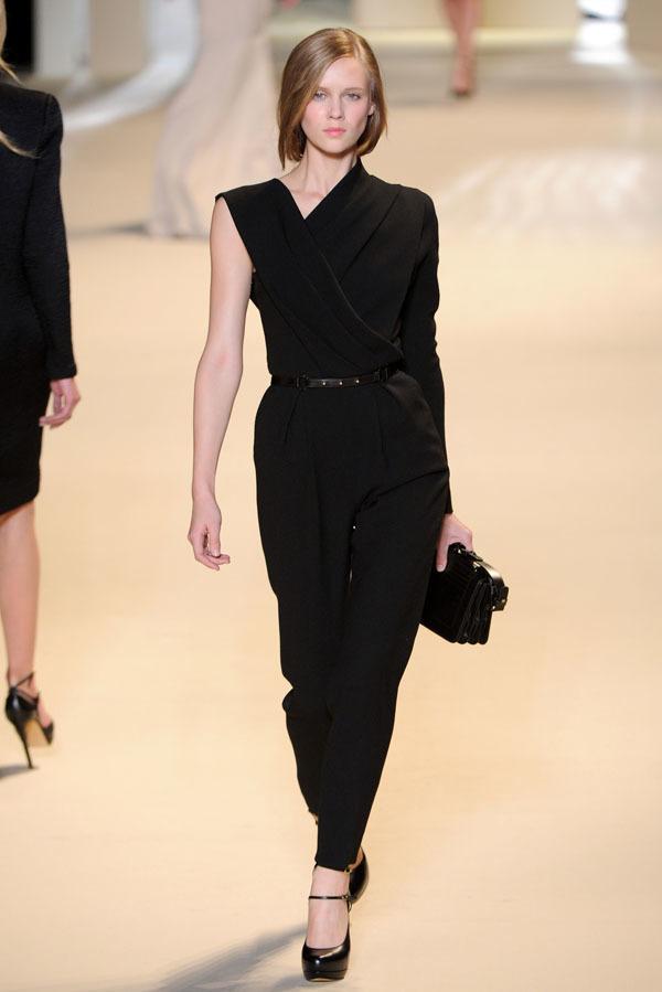 Foto de Elie Saab Otoño-Invierno 2011/2012 en la Semana de la Moda de París: la alfombra roja espera (25/32)