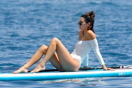 Un bañador solo apto para Kendall Jenner: en manga larga y escote Bardot