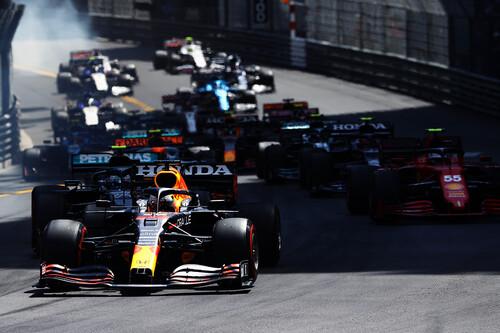 Max Verstappen aprovecha el drama de Ferrari para liderar la Fórmula 1 y Carlos Sainz se sube al podio de Mónaco