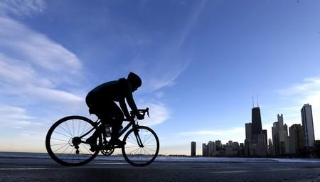 Ni odio ni imprudencias. Te explicamos cómo deben convivir coches, ciclistas y peatones