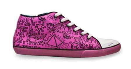 Tommy Hilfiger cuenta con Keith Haring para diseñar sus nuevas zapatillas, fucsia