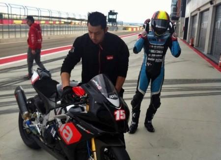 Alex De Angelis vuelve a subirse a una moto tras recuperarse de sus graves lesiones