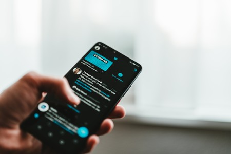 """Twitter comienza a etiquetar las cuentas gubernamentales y de medios """"afiliados al estado"""""""